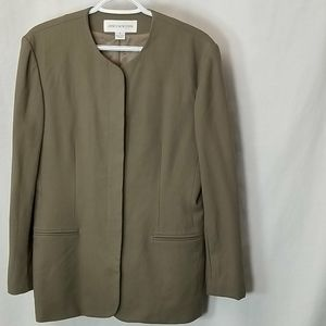 Gorgeous Jones New York Front Button Blazer